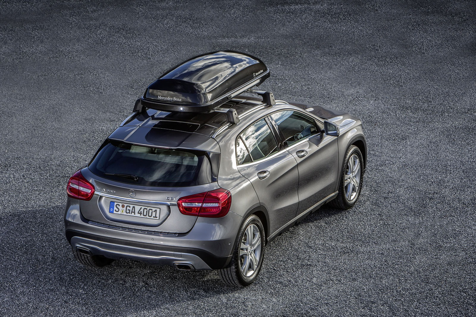 Mercedes benz releases genuine accessories for the gla for Mercedes benz accessories