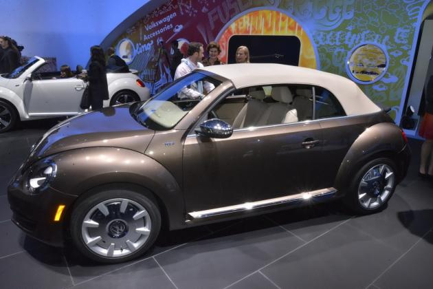 new 2013 vw beetle convertible makes debut in la video fooyoh entertainment. Black Bedroom Furniture Sets. Home Design Ideas