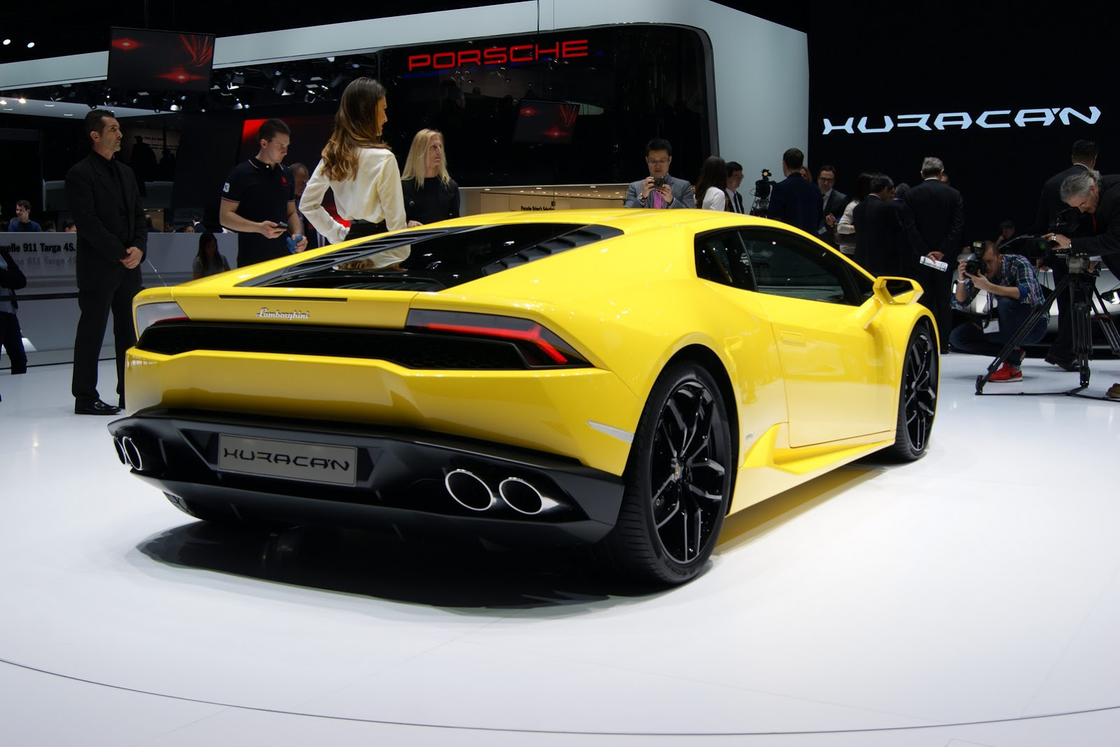 lamborghini huracan lp610 4 makes it official in geneva video fooyoh entertainment. Black Bedroom Furniture Sets. Home Design Ideas