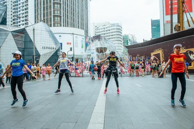 Adidas Ha Lanciato L'impulso Fooyoh Con Questa Flashmob.:: Fooyoh L'impulso Entertainment 093cbb