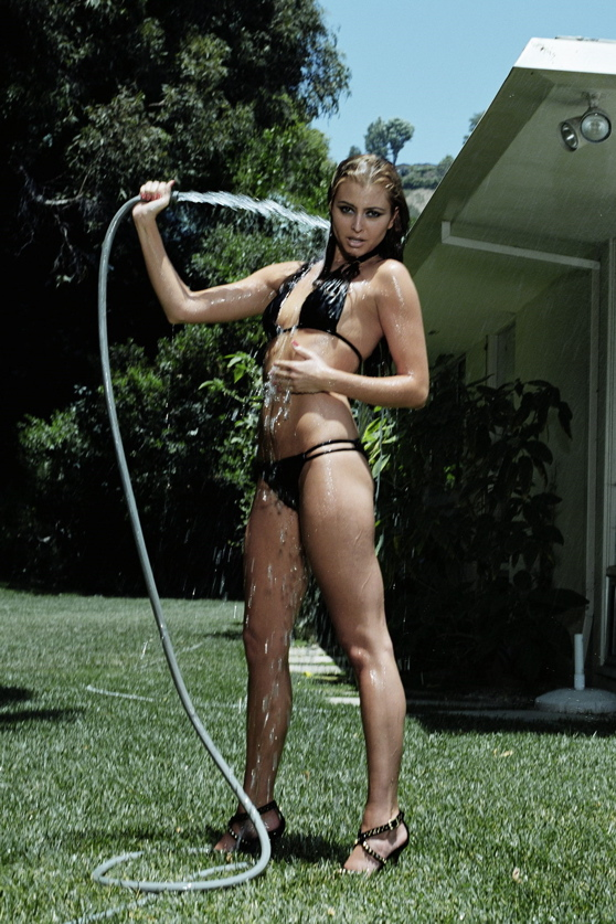 Holly Valance Hoses Herself Down