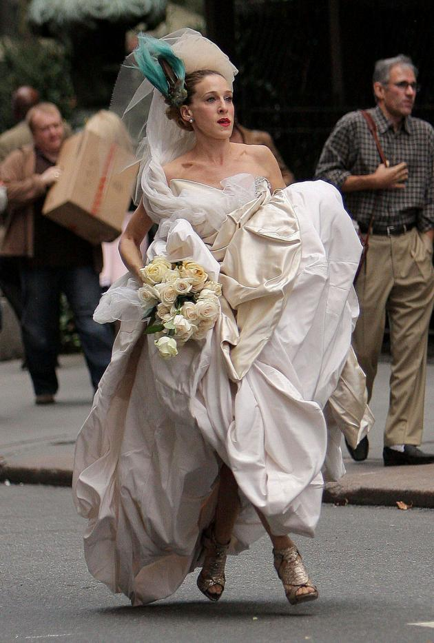 Carrie Bradshaw\'s Wedding Gown Sold Out In Hours :: FOOYOH ENTERTAINMENT