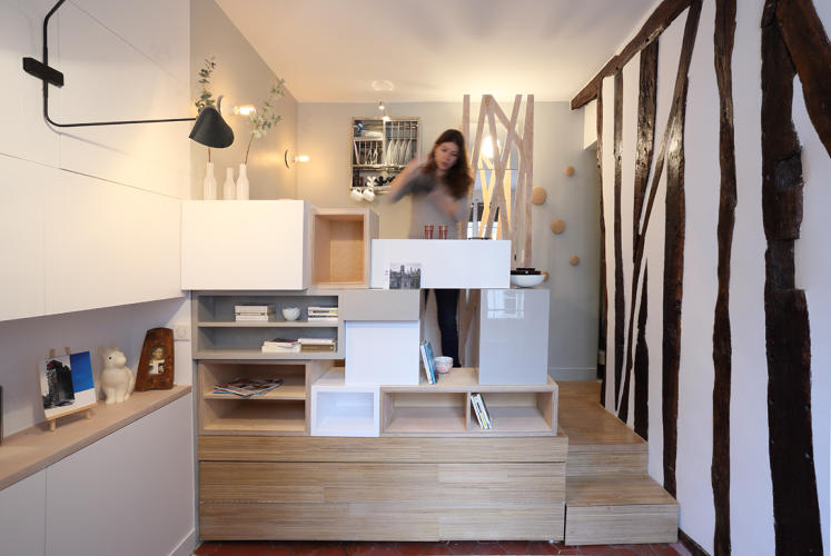 Living In A 129 Square Foot Apartment Seems Pretty Cramped Video