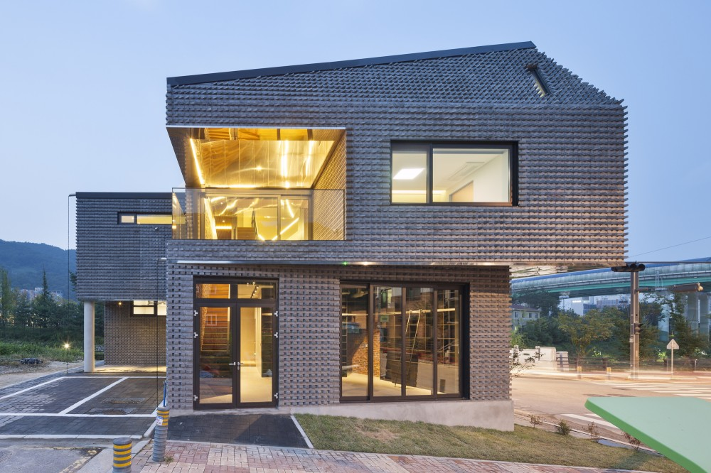 The scale ing house in south korea is made of basalt bricks fooyoh