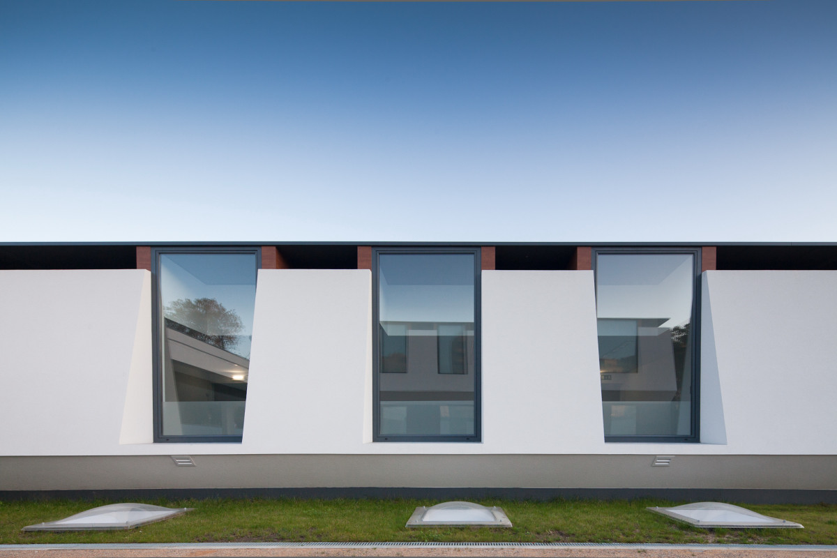 Ultra modern private school in portugal by oval fooyoh for Window design model
