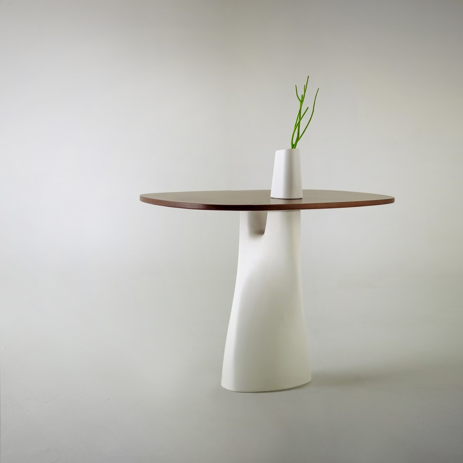 Minimalist table vase by anna strupinskaya daily k pop news russian designer anna strupinskaya created the treeangle table the leg of the table is smoothly transformed into a small white case while its sleek reviewsmspy