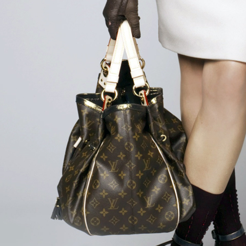 Louis Vuitton S Pre Fall 2009 Presentation But Actually Its The Same Bag Called Irene It Comes In Different Materials Such As Monogram Canvas