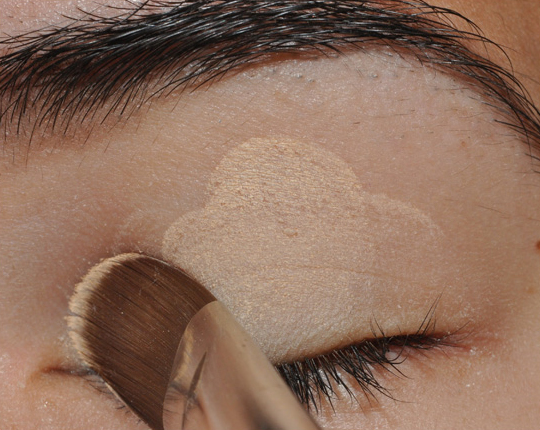 how to put on eyeshadow like a pro