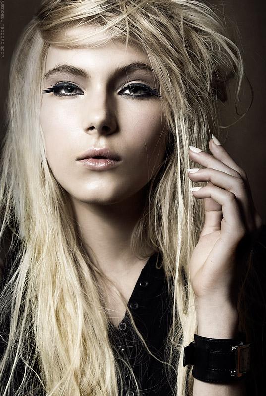 Rocker girl makeup