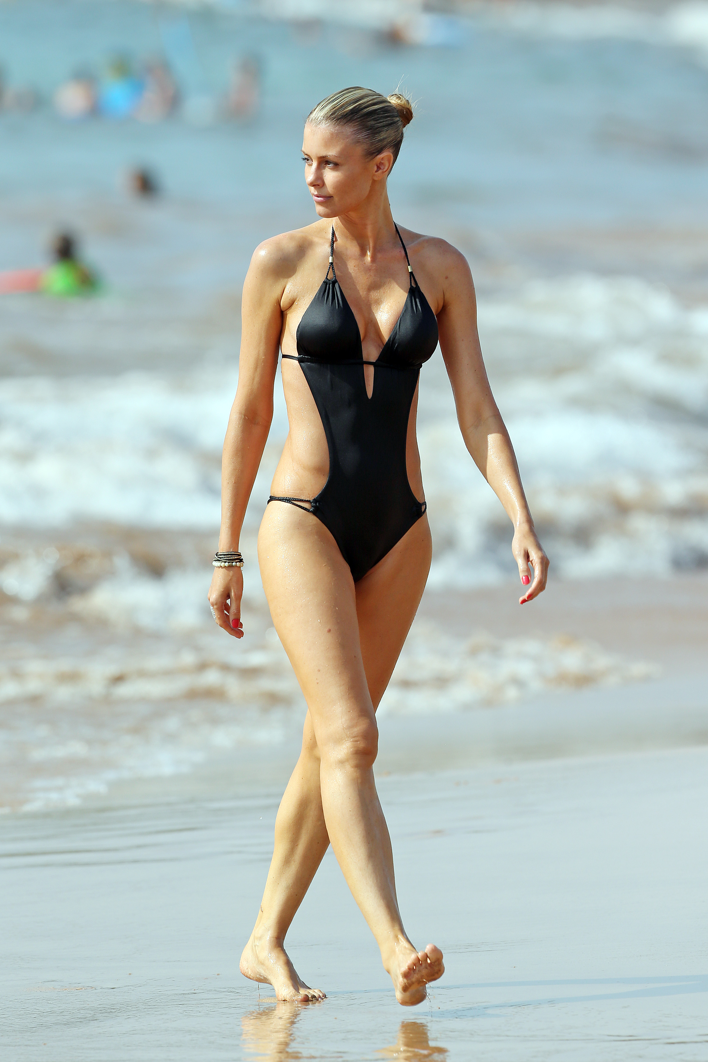 Paige Butcher Continues To Dominate The Beach Fooyoh