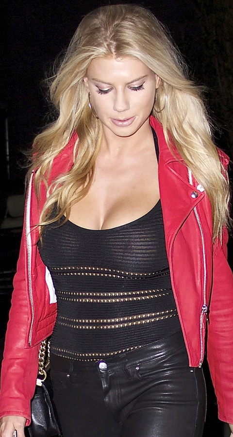 Charlotte mckinney is no kate upton daily k pop news latest k theres absolutely no way you can say charlotte mckinney and kate upton are the same because theyre not for one charlotte mckinneys bosom looks voltagebd Choice Image