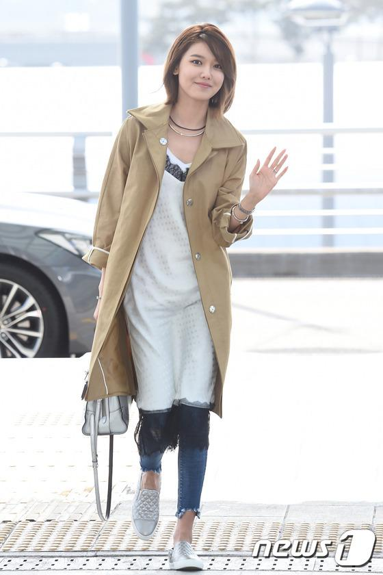 sooyoungs stylish airport fashion daily k pop news